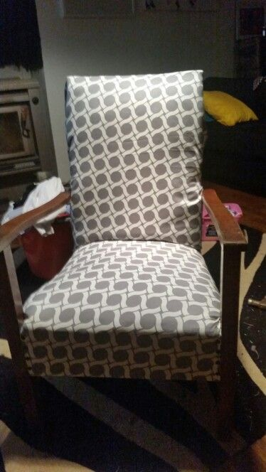 $5 garage sale chair........this is the finished product