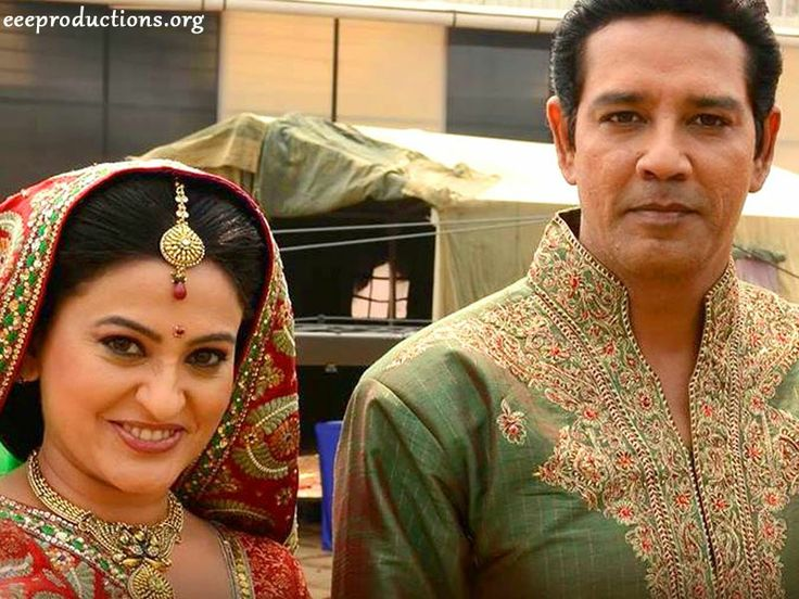 Balika Vadhu's popular jori, Smita Bansal as Sumitra and Anup Soni as Bhairon, will soon quit the show.  Sumitra and Bhairon have played an extremely pivotal roles in the course of time but it is believed that both of them were not happy the way their character have been showcased and they do not have anything more to deliver to the character. They will shoot their last episode in the last week of May.