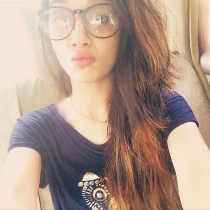 selfie lovers: Mawra Hocane Beautiful Selfie