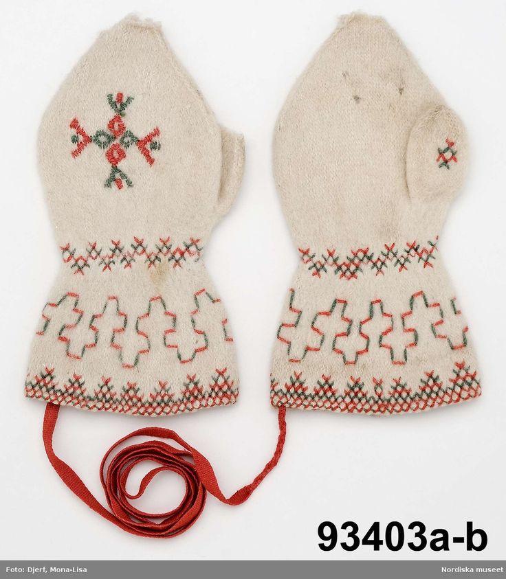 Broderade tvåändsstickade vantar från Gagnef, Dalarna, Sweden.