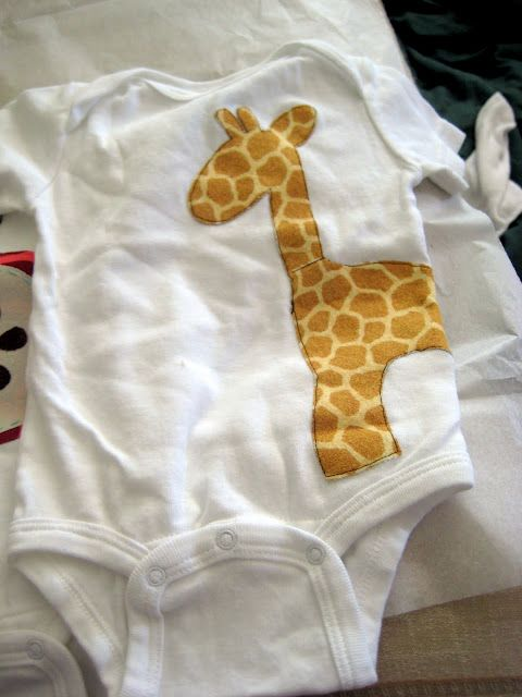 Giraffes are my favorite animal and this would be so cute on our future baby, no matter what gender!