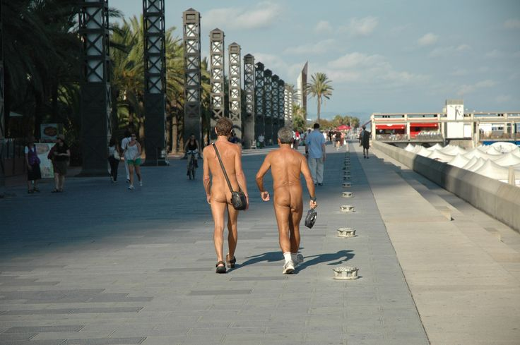 #smithbday- only in Barcelona ,we couldnt believe this along the promenade,sorry i missed the frontal view
