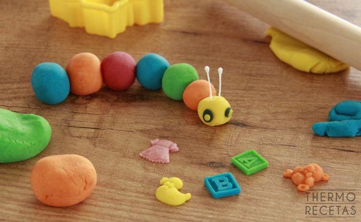 ¿Aburridos en casa sin saber que hacer? Prepara en unos minutos plastilina casera para que los niños jueguen.