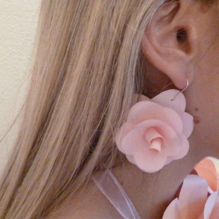 Collana e orecchini rosa
