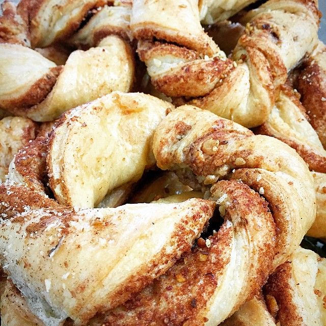 Sugar and spice and everything nice are ingredients for making these cinnamon rings a delight!!! Take a bite and you'll enter flight to end your stomach's hunger strike.....emojiemojiemoji #havingfunwithwords #cinnamon #rings #sugarandspice #fresh #bakerylife #greekbakery #eastyork #papevillage #SeranoBakery #Torontobakery #sweetsandtreatstoronto #torontofoodphoto