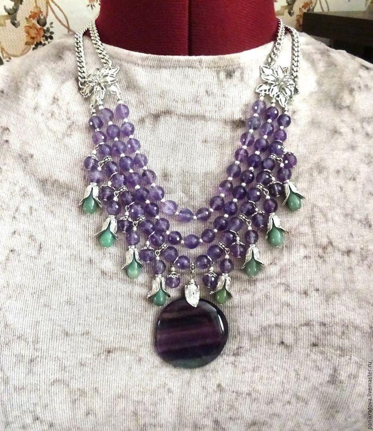 """Купить Колье """"Фиалка на снегу"""" (аметист, флюорит, нефрит) - сиреневый, фиолетовый цвет, фиалковый"""