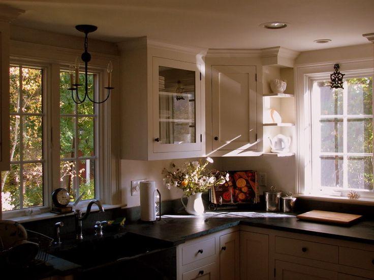Love this small quaint kitchen in sherwin williams dover for Quaint kitchen designs