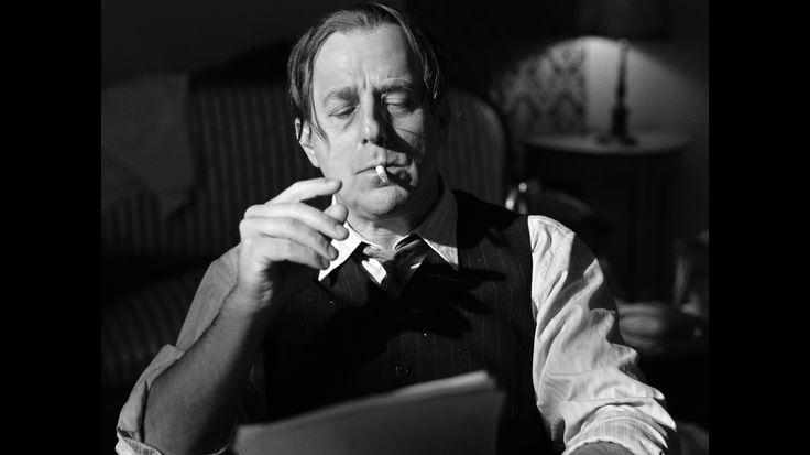 """Pressebild 06 aus dem Film """"Fritz Lang"""" von Gordian Maugg, Fritz Lang (Heino Ferch) bei der Arbeit am Drehbuch für """"M"""". (c) Belle EpoqueFilms"""