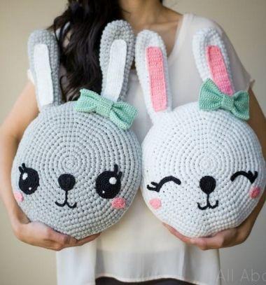 Crochet bunny pillow - kids room decor (free crochet pattern) // Horgolt nyuszi párna - kreatív gyerekszoba dekoráció (ingyenes minta) // Mindy - craft tutorial collection // #crafts #DIY #craftTutorial #tutorial