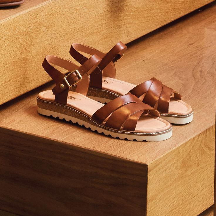 Evoke your Mediterranean vibe in these fabulous flat leather sandals 'W1L-0955' from Pikolinos of Spain.
