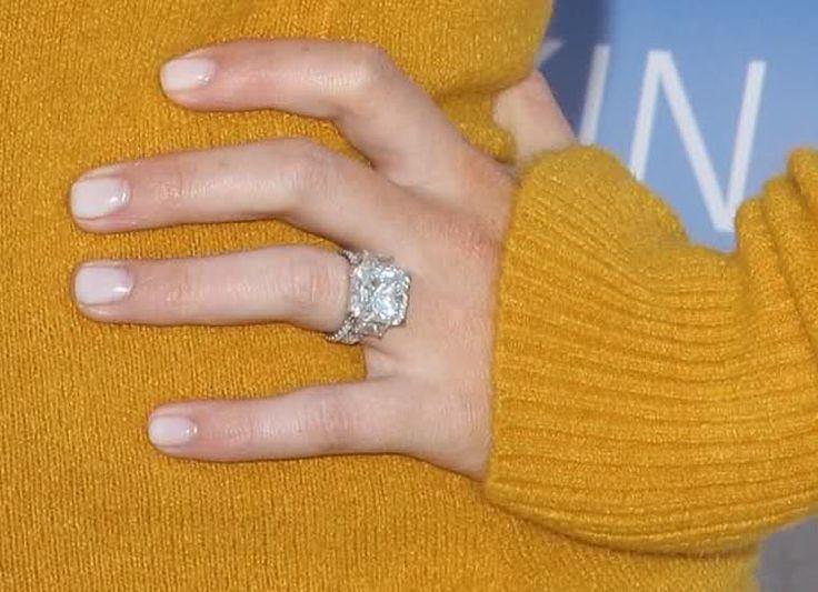 Hilary Duff's million dollar e- ring