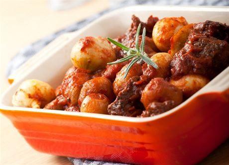 Nejlepší suvenýry z dovolené jsou ty jedlé. Proto vám odborník na řeckou kuchyni doporučí, co se vyplatí si ze slunného Řecka přivézt domů či jak si chutě řeckého léta vykouzlit i ve vlastní kuchyni.