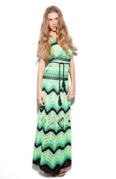 Яркое длинное платье в стили Миссони крючком