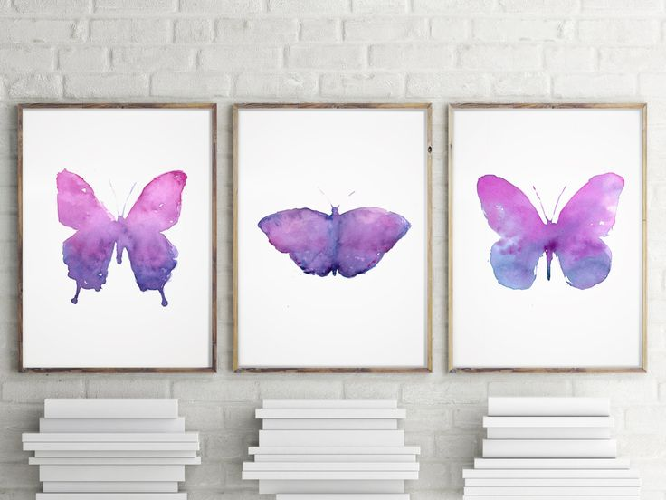 Set of 3 Butterfly Art Prints, Animal Print, Home Decor, Mother's Day Gift Idea, Violet Butterfly, Insect Art. de LadyWatercolor en Etsy-Photo of RakicN in Getty images.
