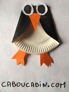 voici comment r aliser un pingouin avec un pliage d 39 assiette en carton et de la peinture un. Black Bedroom Furniture Sets. Home Design Ideas