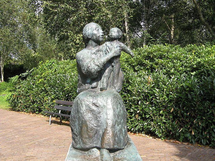 Sculpture Amsterdam Moeder en Kind