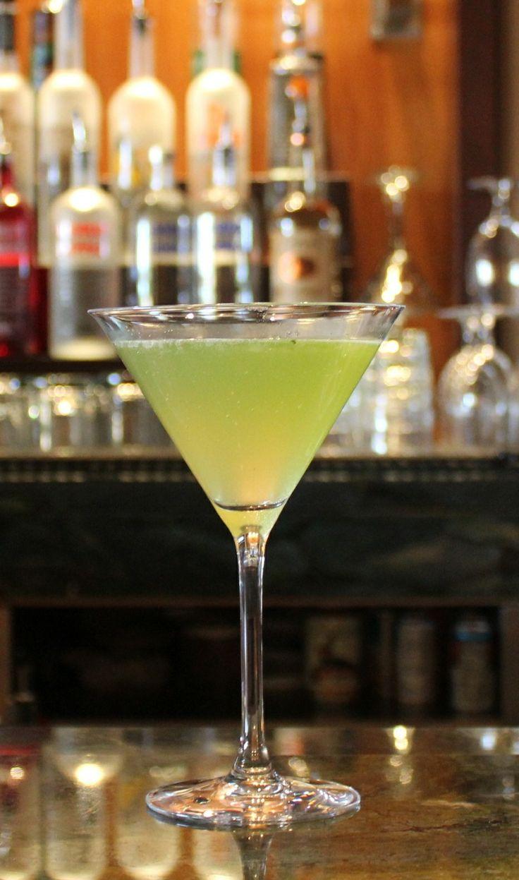 Basil pear martini 2oz grey goose le poire vodka 5 fresh for Basic martini recipe vodka