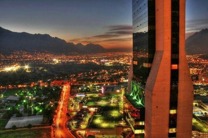 Modernas construcciones arquitectónicas de Monterrey.