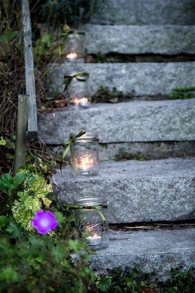 A może to idealna dekoracja na kolejne garden party? Zaproś znajomych do domu i oświeć ich drogę stylowymi lampionami ze słoików firmy Ball
