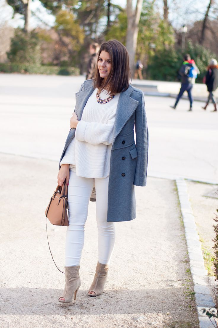 look pantalon blanco en invierno