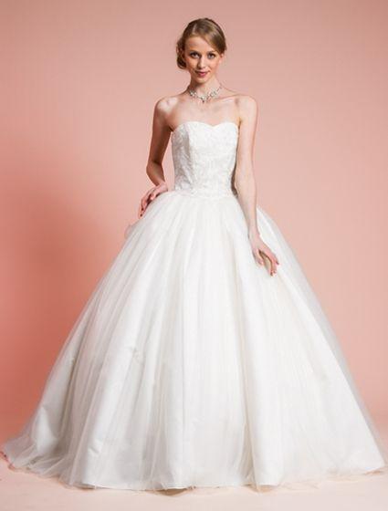 ウエディングドレス、高品質な結婚式ドレスならW by Watabe Wedding / ソフトチュール・ハートネック・プリンセスラインウェディングドレス