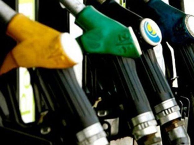 Malaysia antara 15 negara harga bahan api terendah  Menteri KPDNKK   Kenaikan harga runcit petrol pada bulan ini tidak sepatutnya dijadikan alasan oleh peniaga untuk menaikkan harga barangan.  Menteri Perdagangan Dalam Negeri Koperasi dan Kepenggunaan (KPDNKK) Datuk Seri Hamzah Zainudin menasihatkan para peniaga agar tidak menaikkan harga barangan dengan sesuka hati.  Malaysia antara 15 negara harga bahan api terendah  Menteri KPDNKK  Kementerian mempunyai Akta Kawalan Harga dan…