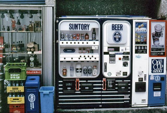 gm_02036 Tokyo Beer and Sake Vending Machines, Japan 1985 by CanadaGood, via Flickr