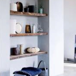 Reclaimed wood shelves for behind toilet? (vt wonen )