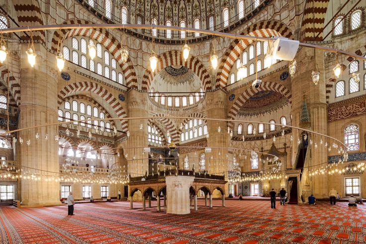"""Selimiye/Edirne/Unesco/// Edirne'de bulunan, Osmanlı padişahı II. Selim'in Mimar Sinan'a yaptırdığı camidir. Sinan'ın 90 yaşında yaptığı ve """"ustalık eserim"""" dediği Selimiye Camii gerek Mimar Sinan'ın gerek Osmanlı mimarisinin en önemli yapıtlarından biridir."""