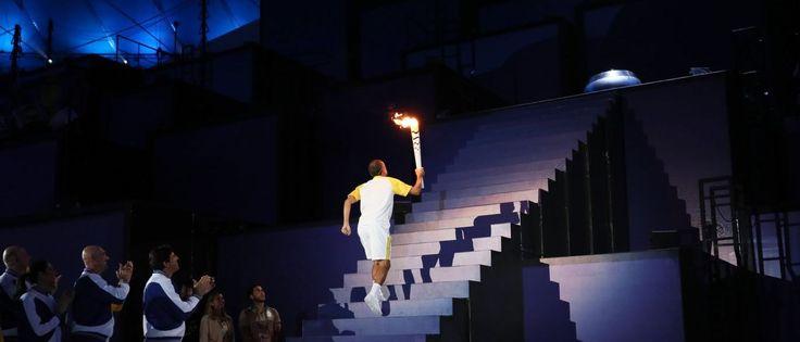 Notícias ao Minuto - Vanderlei acende a pira olímpica no Maracanã