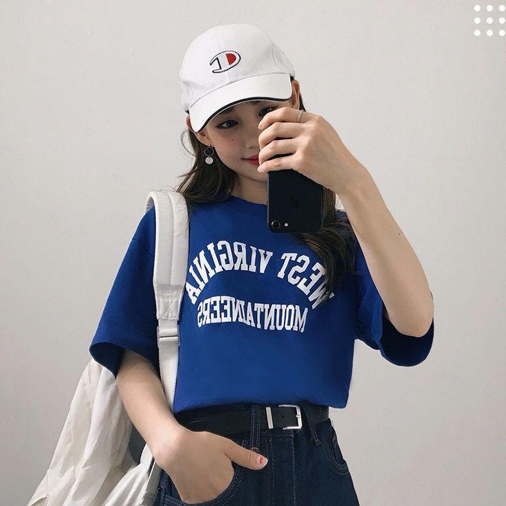 ロゴ入り半袖カジュアルTシャツ 1枚は絶対ほしいベーシックなロゴ入りTシャツ! シンプルなロゴと人気のゆるシルエットがポイント☆ シンプルなロゴとルーズなシルエットがラフな印象をプラスします。 余裕あるナチュラルシルエットだからラフなカジュアルコーデにぴったりなアイテムです。 #dejou #koreafashion #ootd #daliy #style #shopping #cute  #selfie #nihon #日本  #ファッション #コーデ #韓国ファッション #今日のコーデ