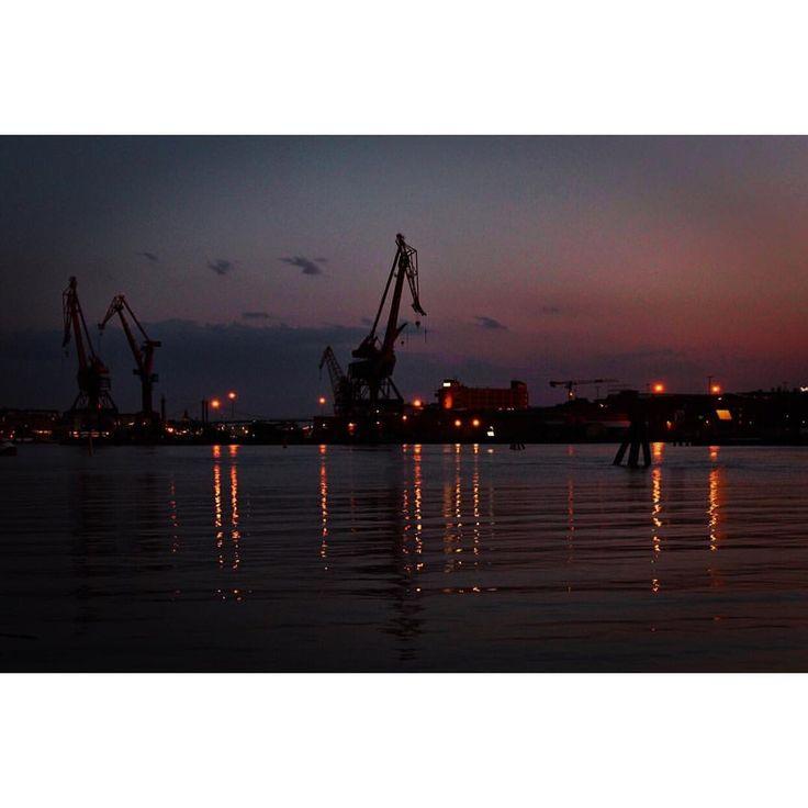 Visit Gothenburg and Gothenburg's harbour to watch the best sunset! Zobrazit tuto fotku na Instagramu od uživatele @michaelavavrin • To se mi líbí (347)
