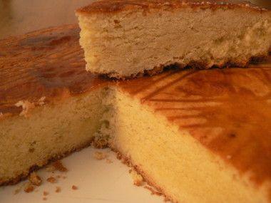 Revenant de 10 jours de vacances de Bretagne, je ne pouvais que mettre en avant une recette de cette belle région. Ah le gâteau breton, une pure merveille pour les papilles mais soit un peu moins pour nos hanches ! La cuisine bretonne en effet ne lésine...