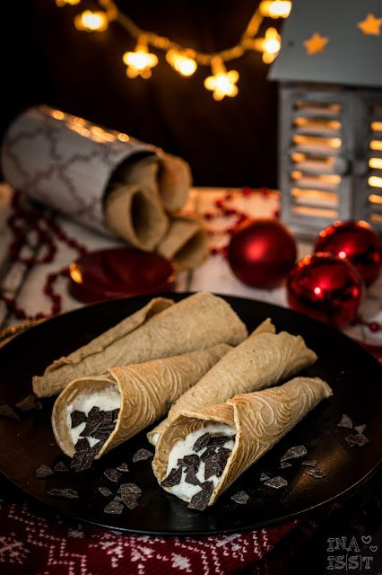 Norwegische Krumkake mit Vanillecreme / Norwegian krumkake with vanilla cream _ Ina Is(s)t