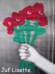Eigen hand kopiëren, dan bloemen schilderen, knutselen.