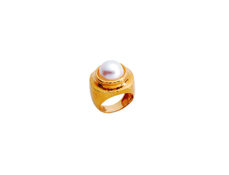 Ring in 22KT yellow hammered gold with an Akoya pearls from the Classics Collection. www.zolotas.gr