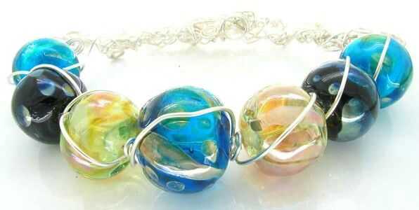 Hollow lustre glass beads