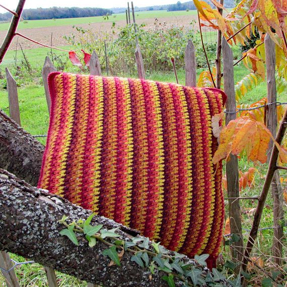 SHADES OF AUTUMN CROCHET CUSHION Whip up this beautiful cushion in rich colours to recreate the beauty of leaf fall in autumn. A quick and easy project, even for beginners. Perfect for using up those little scraps of yarn lingering in your stash. #crochet #cushions #pillows #crochetpattern #crochetpillow #crochetcushion #autumn #fall