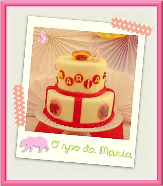 """The zoo"" was the party theme. Read more: http://eraumavez-osonhoperfeito.blogspot.pt/2013/11/15-o-zoo-da-maria-cake-design-by-era.html"