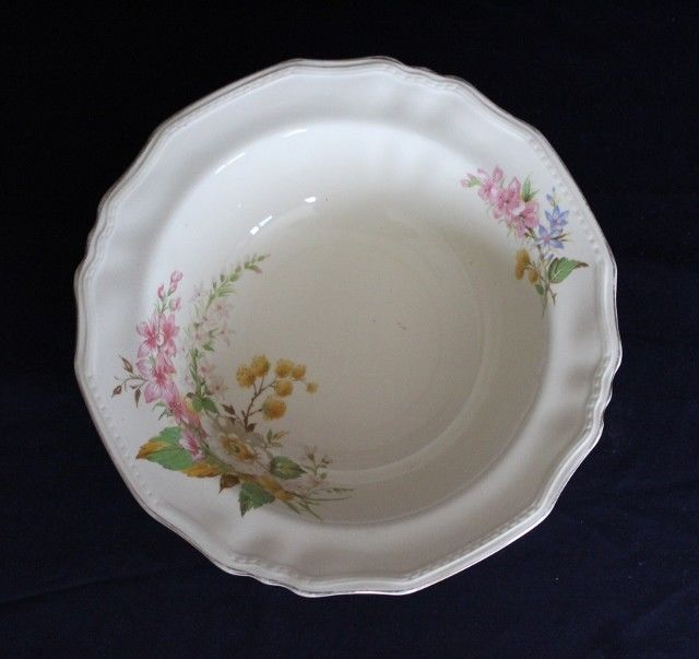 Beautiful ALFRED MEAKIN Master Bowl With Flower Theme