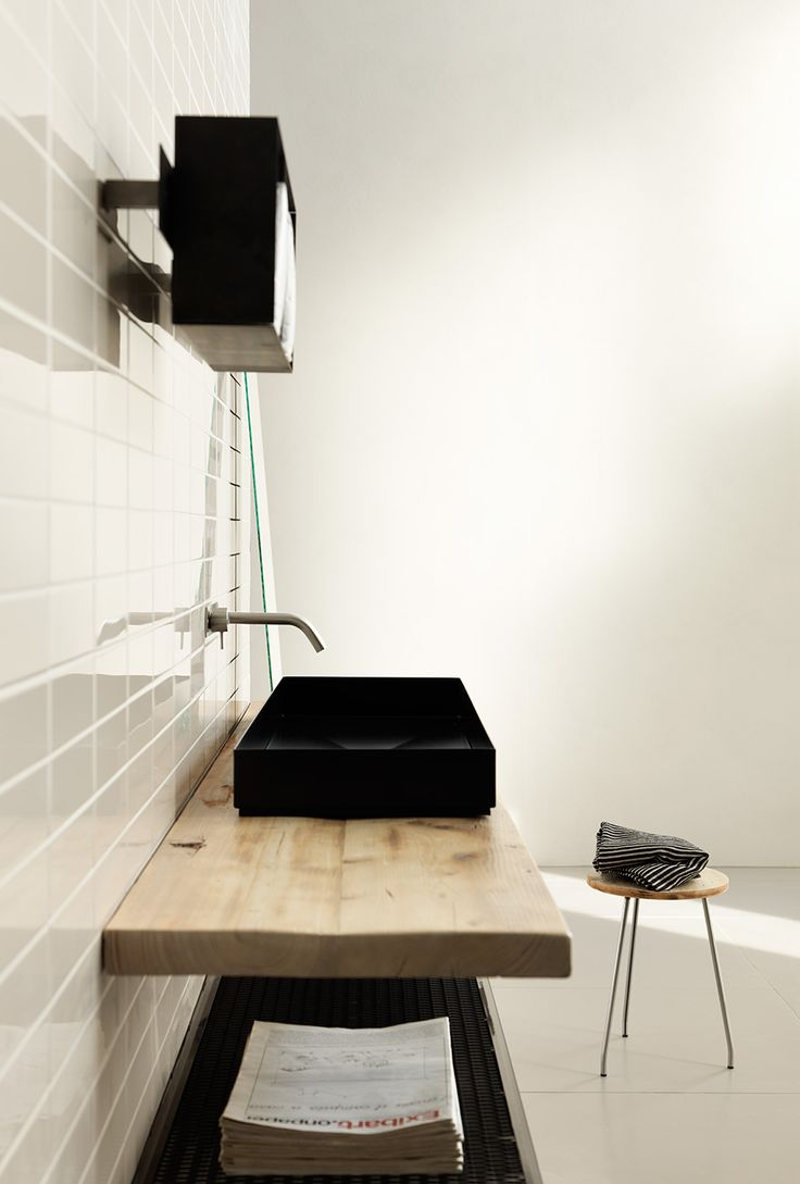 Brix tile GLAZE - LO STUDIO Design. A glossy enameled lath reinterprets the aesthetic of traditional majolica walls found in urban and industrial spaces.Outdoor and indoor use, Glaze can only be used for wall. www.brixweb.com #brix #tile #tiles