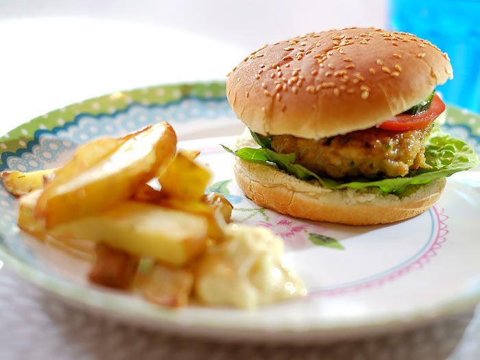Een lekker sappige kipburger die je zo hebt gemaakt.