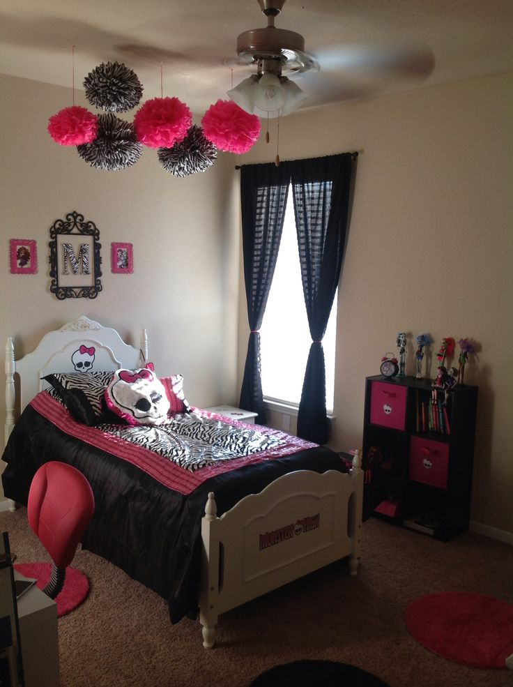 Monster high bedroom ideas like the balls on the ceiling. I would make them hang down further!