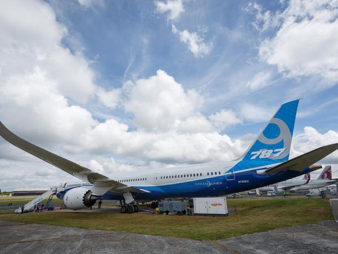 Boeing flaunts longer new 787-9 Dreamliner at Farnborough - CNET