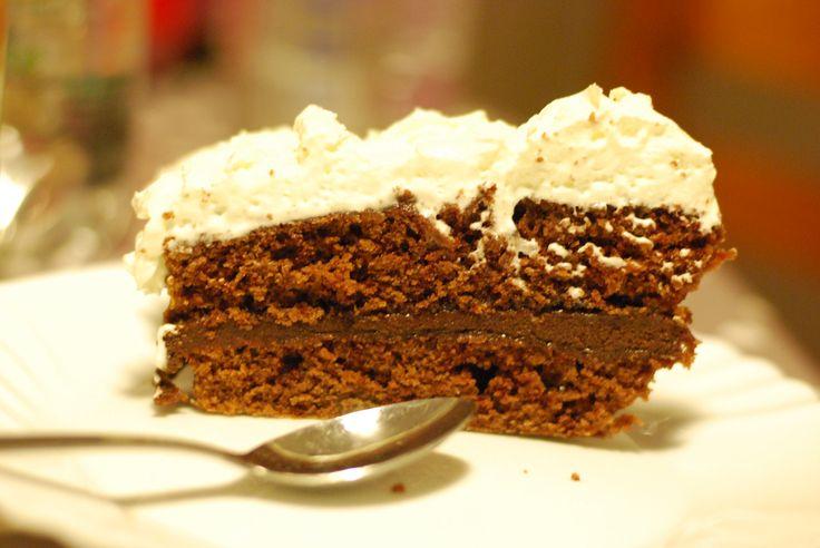 Ce gâteau du diable est le gâteau au chocolat préféré de ma fille aînée, il en existe quantité de versions, avec des variantes à deux ou trois étages et des glaçages plus ou moins riche. Je te donne la recette que je fais depuis plus