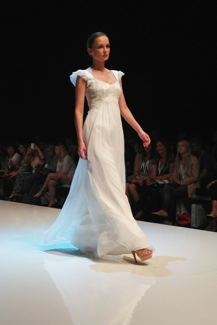Sadoni - LIVE at White Gallery London 2013