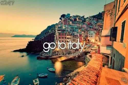 Let's travel. #italy 🗺