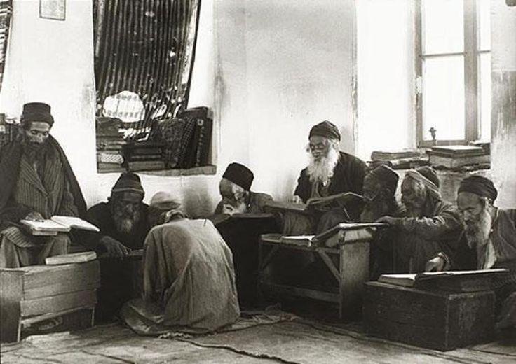 Йеменские старейшины в синагоге, Османская Палестина, 1906-18 годы Ephraim Moses Lilien, Public Domain