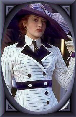 the moment she looks up at the titanic was the moment i fell in love with this movie!!