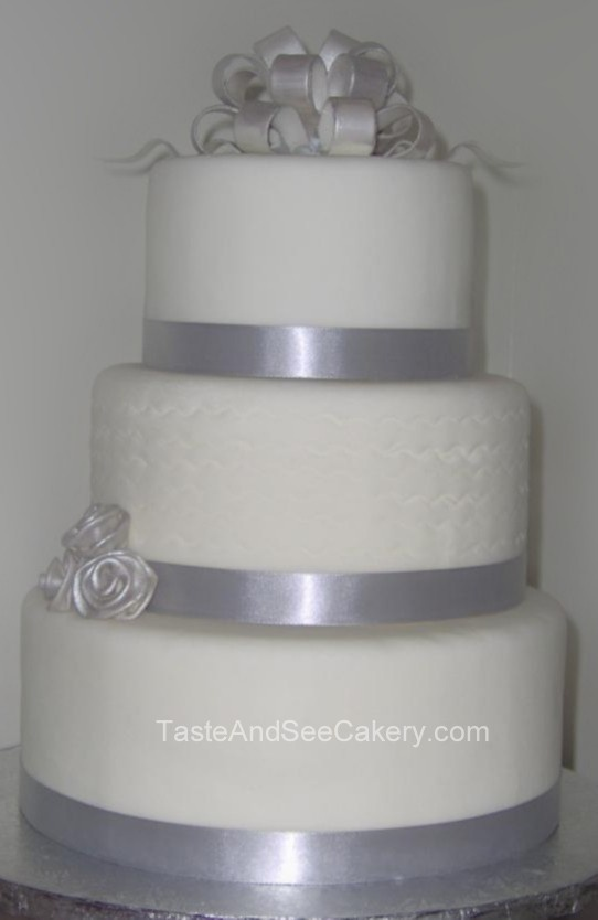 silver wedding cake pictures 30 best images about wedding cakes on 19881
